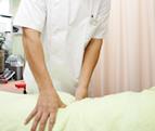 腰痛の治療の様子
